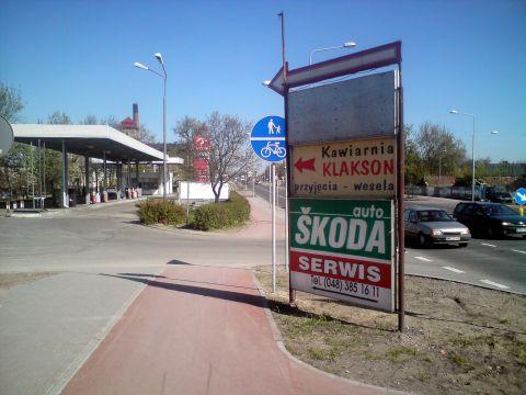 Radom, ul. Warszawska - reklama zasłaniająca skrzyżowanie