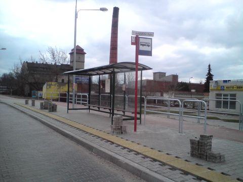 Radom, ul. Warszawska, wygrodzenia przy drodze rowerowej